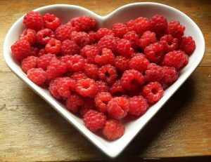 healthy family tips, raspberries in a bowl