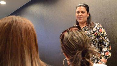 Dr. Valenzuela speaking to guests after the bariatric surgery seminar ended
