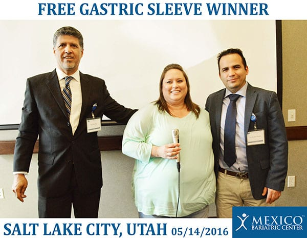 Ron Elli, Ph.D. and Dr. Cabrera with the gastric sleeve winner!