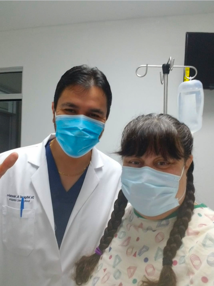Dr. Montalvo with Bariatric Surgery Patient at Hospital - Mexico Bariatric Center